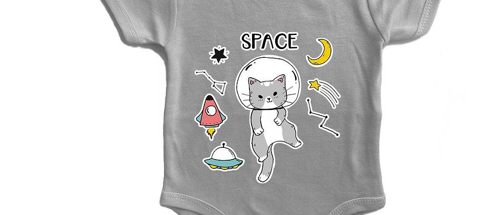 בגד גוף חתול בחלל
