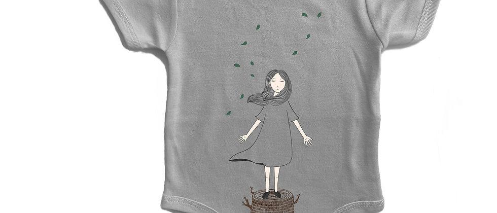 בגד גוף ילדה ועץ