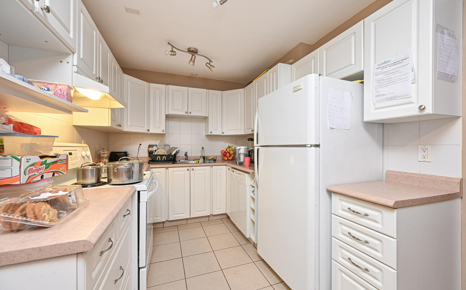 Welcome to 3415 Uplands Dr-large-011-008