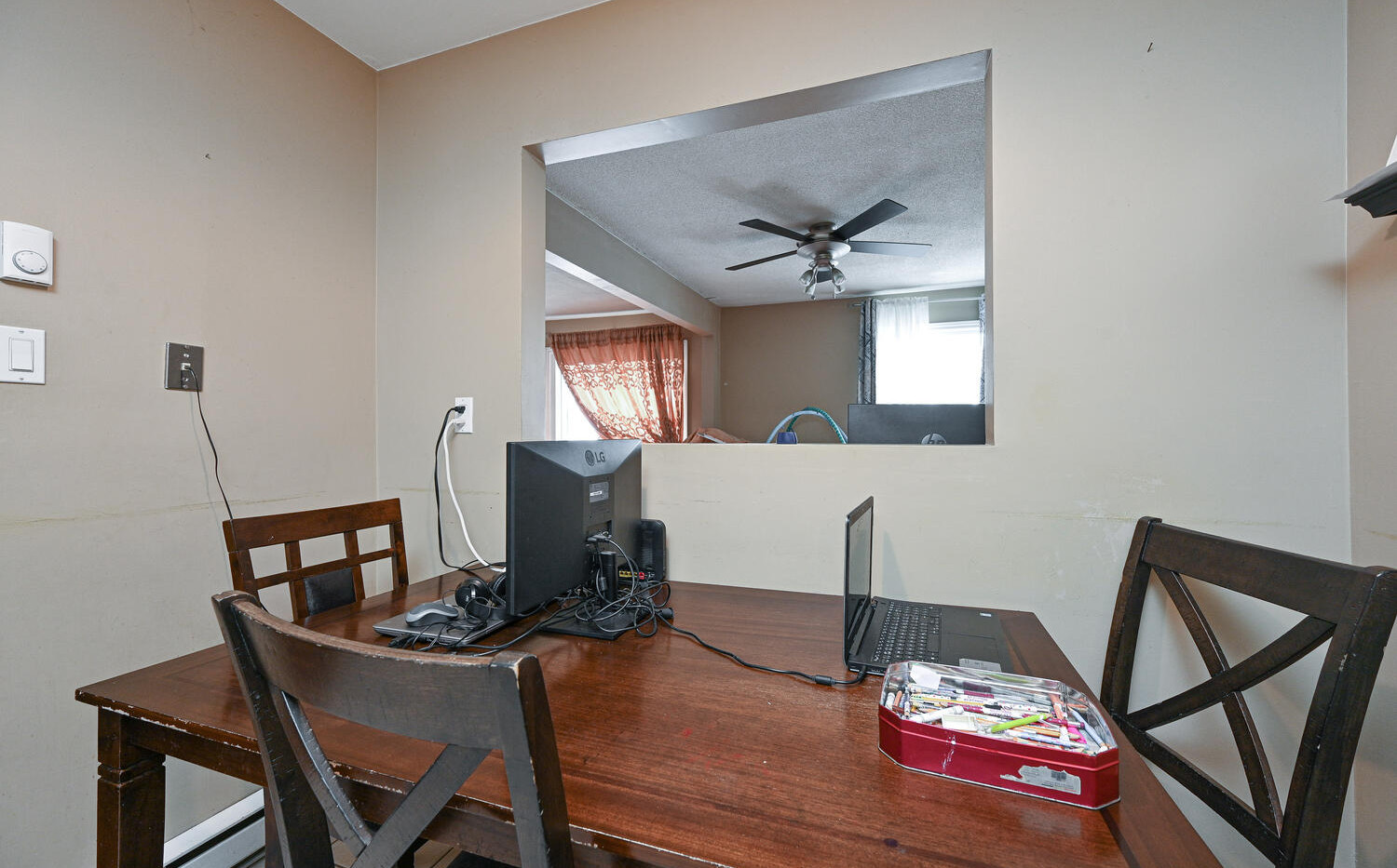 Welcome to 3415 Uplands Dr-large-013-005