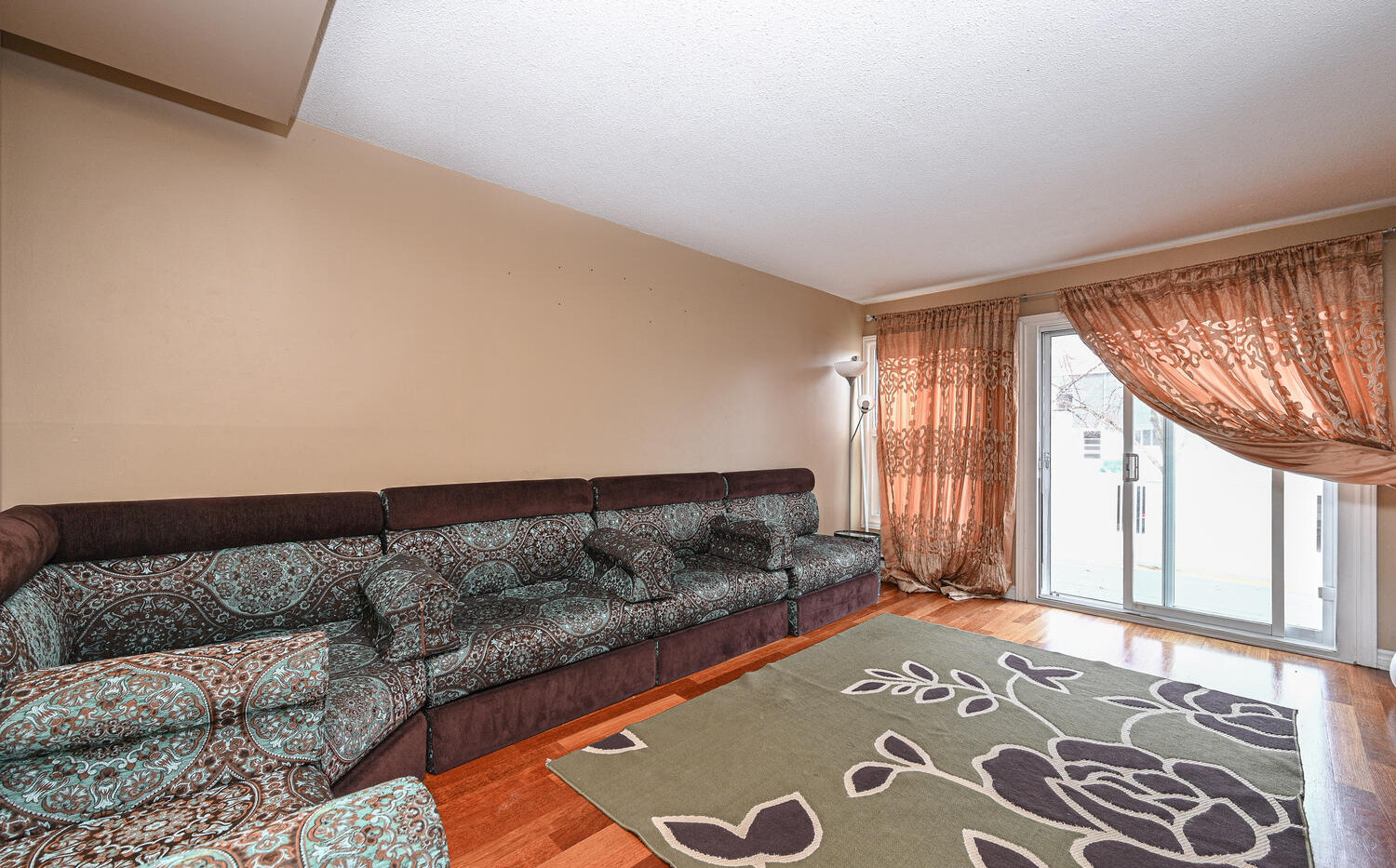 Welcome to 3415 Uplands Dr-large-007-015