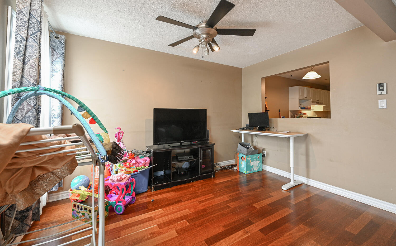 Welcome to 3415 Uplands Dr-large-009-004