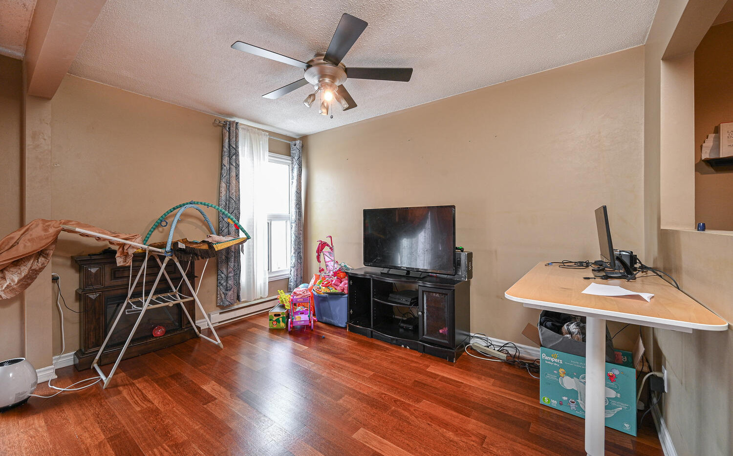 Welcome to 3415 Uplands Dr-large-008-023