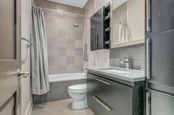 1601Kingsdale Upstairs Bath