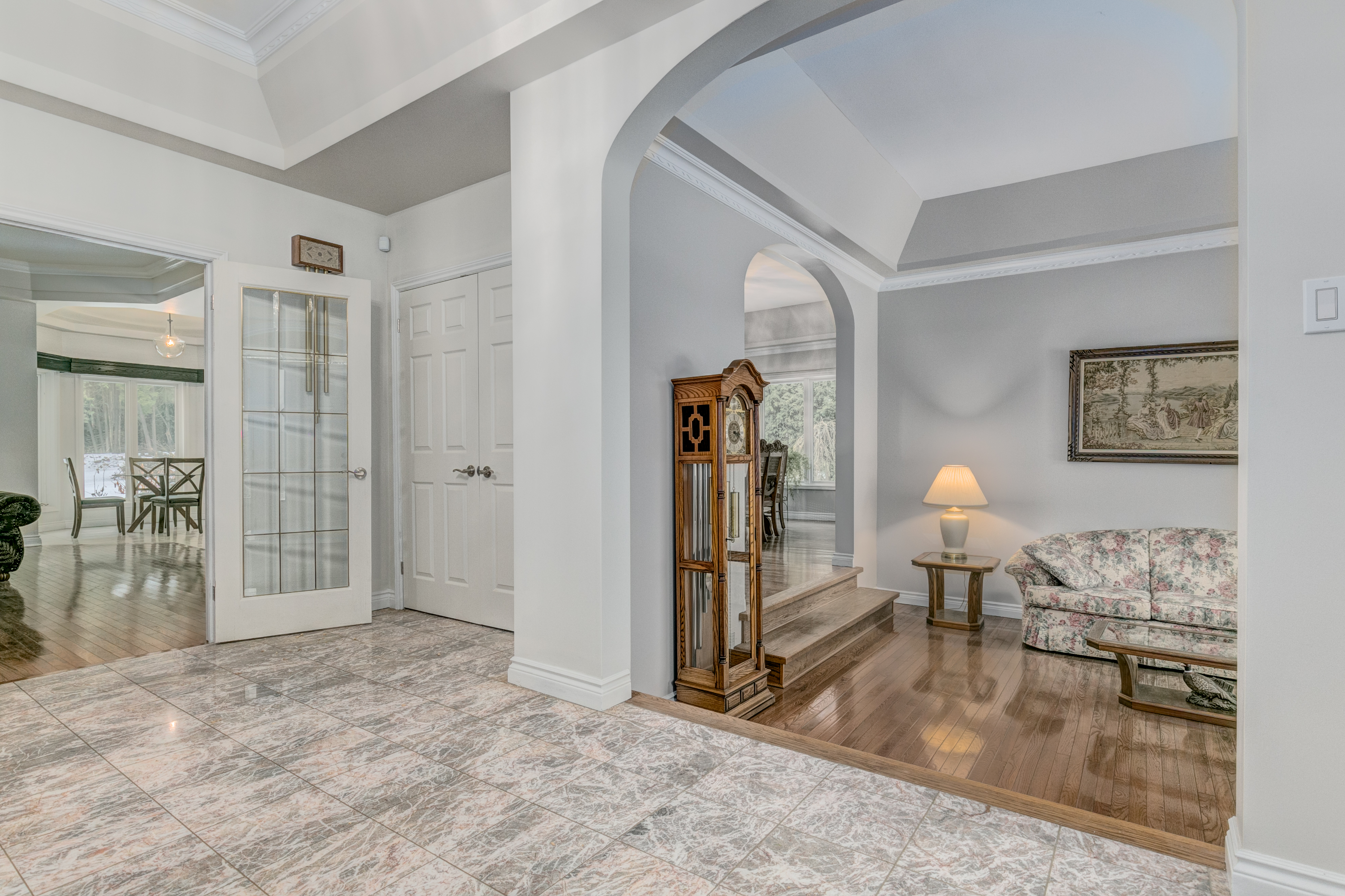 6088 Gough Foyer