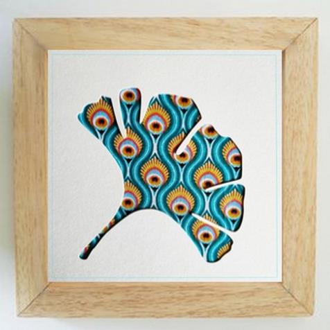 Cadre bois ginkgo plumes bleues