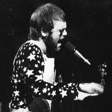 Elton.jpg