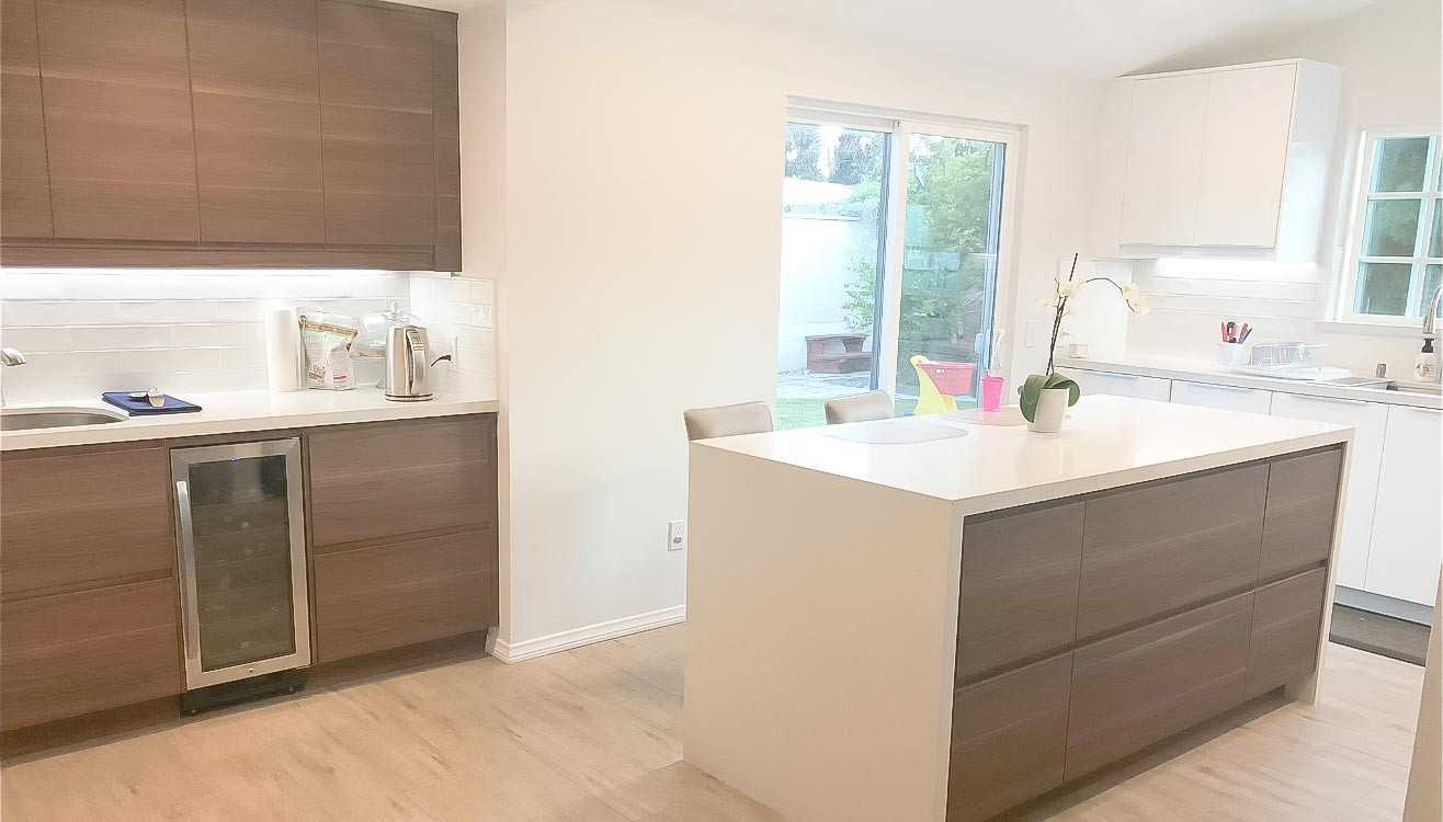two-tone-kitchen-white-quartz-counter-2.