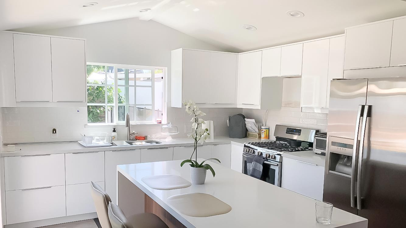 two-tone-kitchen-white-quartz-counter-1.