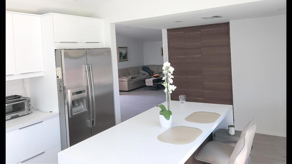 two-tone-kitchen-white-quartz-counter.jp