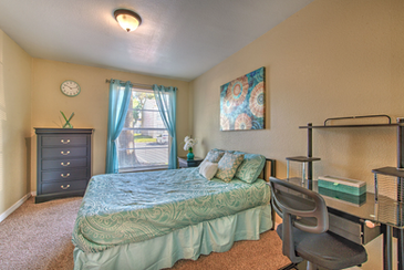 Fully furnished student housing in Tampa, FL