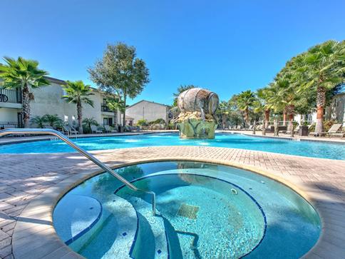 Resort Style Pool w/ Jacuzzi