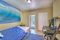 Beach themed student bedroom