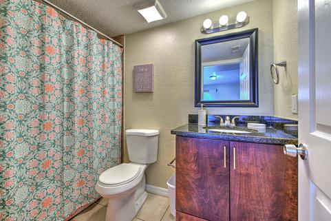 Full Sized Bathroom