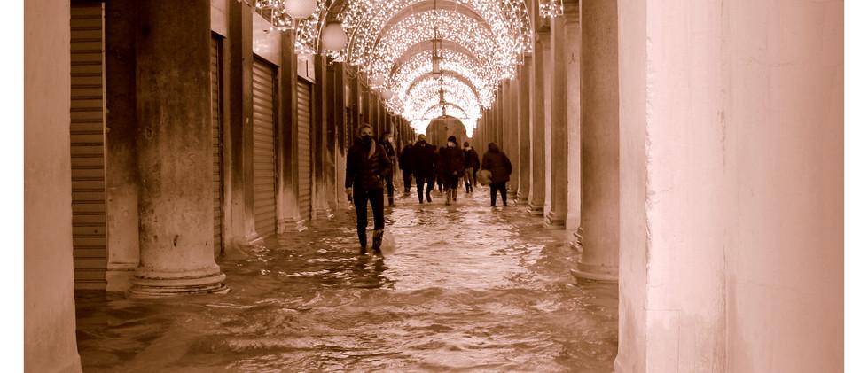 Acqua Alta inaspettata by Alexandre Cosentino 20