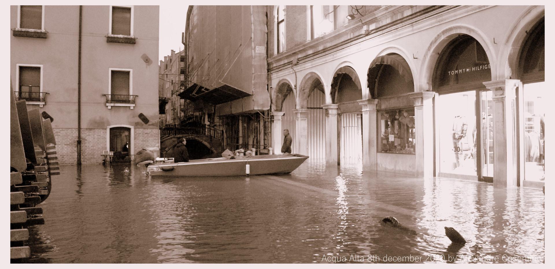 Acqua Alta inaspettata by Alexandre Cosentino 2020