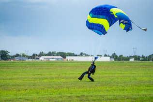 Attérissage parachutiste - Parachutisme Atmosphair - Lévis