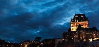 Vue sur Fairemont Le Chateau Frontenat depuis la Place des Canotiers - Québec