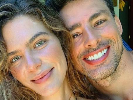 Casada com Cauã Reymond, Mariana Goldfarb rebate pergunta sobre gravidez: 'Coisa chata'