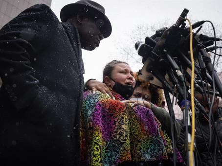 EUA: Policial que atirou em jovem negro será acusada de homicídio culposo em 2º grau