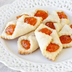 Hungarian-Apricot-Kolaches-2-1312166624