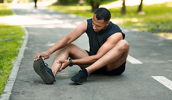 sports-injury-african-american-runner-si