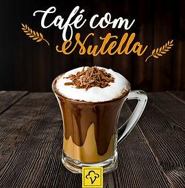 O café expresso com crema de leite fica muito mais gostoso com uma colherada de Nutella e raspas de chocolate ao leite
