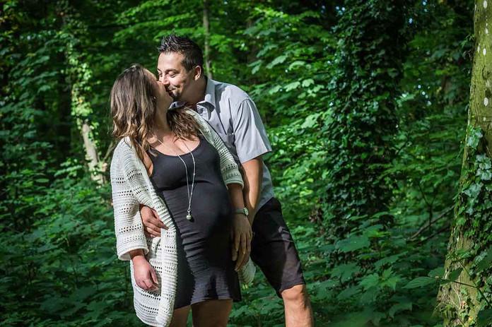 Séance grossesse C&E en forêt