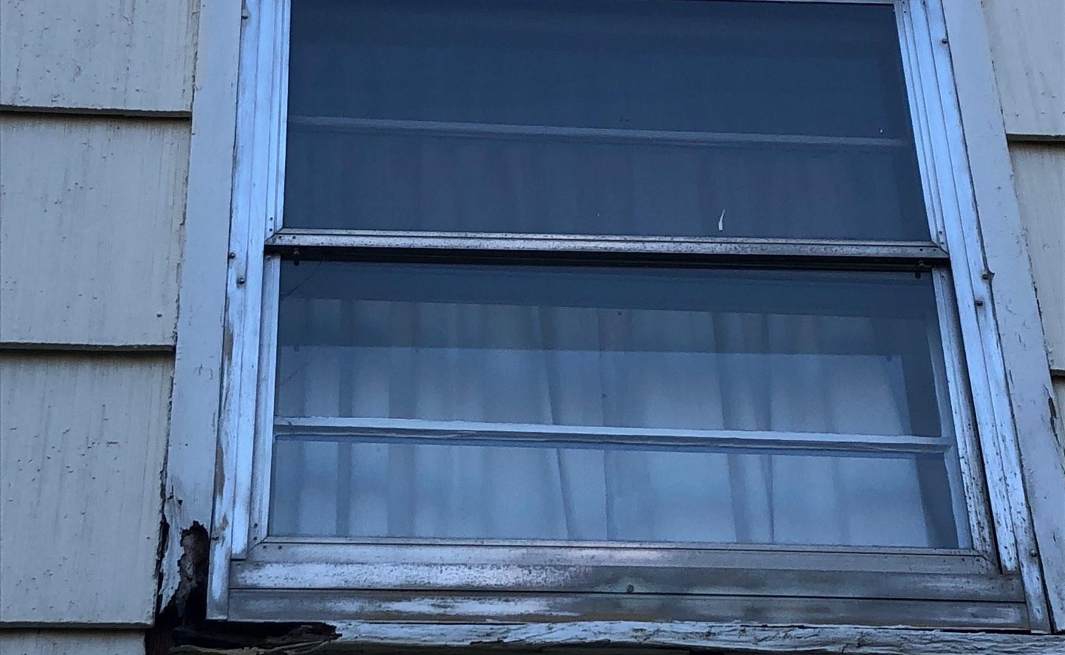 window schmits house 1.jpg