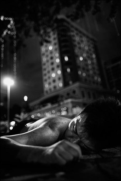 Sleepers_In_Metropolis_~_Lane_Of_Corpses,_KL°.JPG