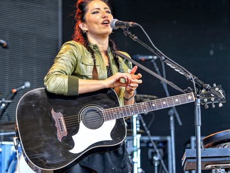 KT Tunstall- Riding In On Her Black Horse