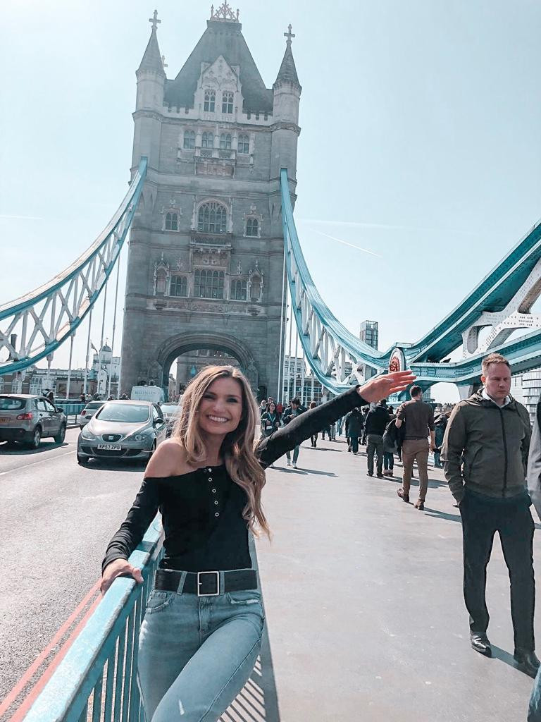 travel nurse and lifestyle blogger kirsten conrad in London