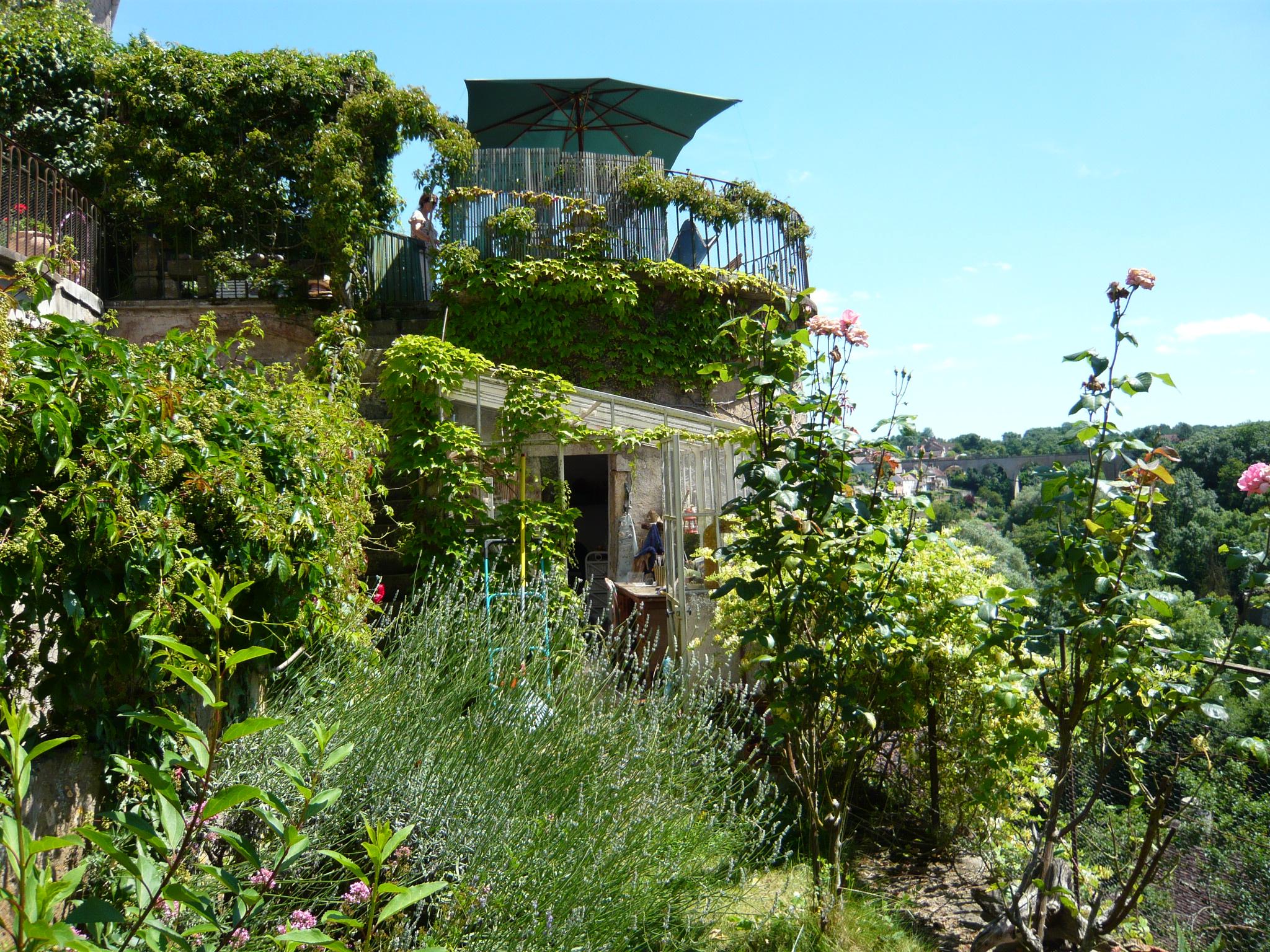 Jardin bas et terrasse