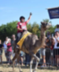 Jessie Hecquet championne de france 2019 de courses de dromadaires salon du dromadaire et des camélidés avec federation francaise des chameaux