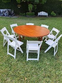 Renta mesa redonda nogal con silla avant