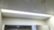 현관에서 거실로 연결되는 풋라이팅 센서등은 이동할 때 따로 조명을 켜지 않아도 되어 편리합니다.