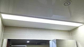 용인 행정타운 두산위브 현관에서 거실로 연결되는 풋라이팅 센서등은 이동할 때 따로 조명을 켜지 않아도 되어 편리합니다.
