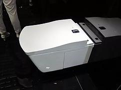 용인 두산위브는 청결한 욕실 문화를 위해 상쾌하고 위생적인 고급비데 일체형 양변기를 제공합니다.