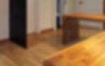 위브는 현관부터 쾌적성을 고려하여 공간을 설계했으며, 앉아서 신발을 신을 수 있는 현관가구는 물론 측면 수납장도 제공합니다.