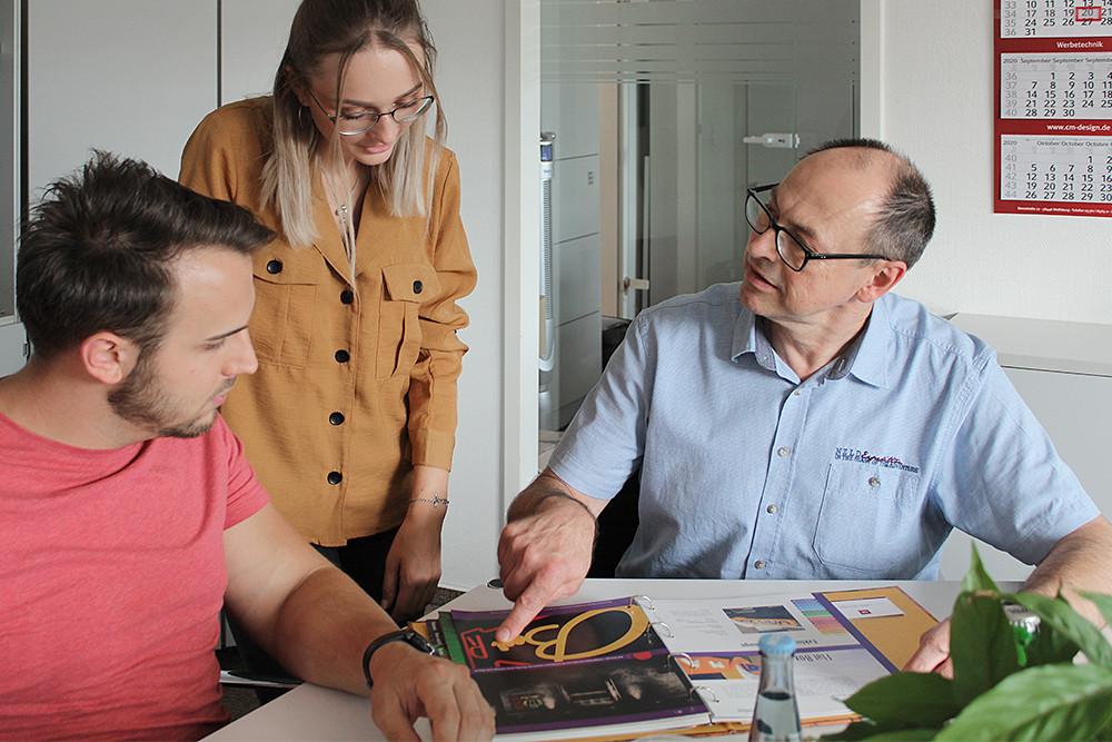 Beratungsgespräch bei der Werbeagentur CMdesign aus Wolfsburg.