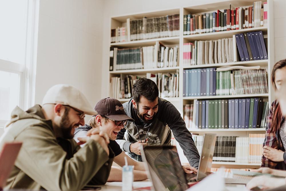 Team von Designern und Marketing Spezialisten
