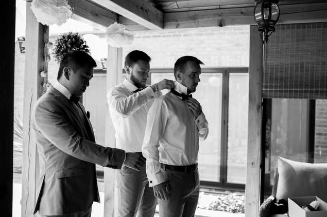 Bestman and ushers getting ready