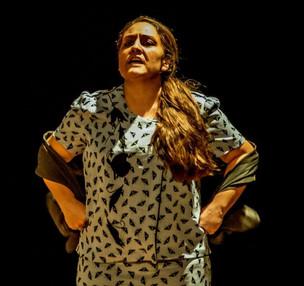 El Teatro - Ser mejor persona, Beatriz Adriana