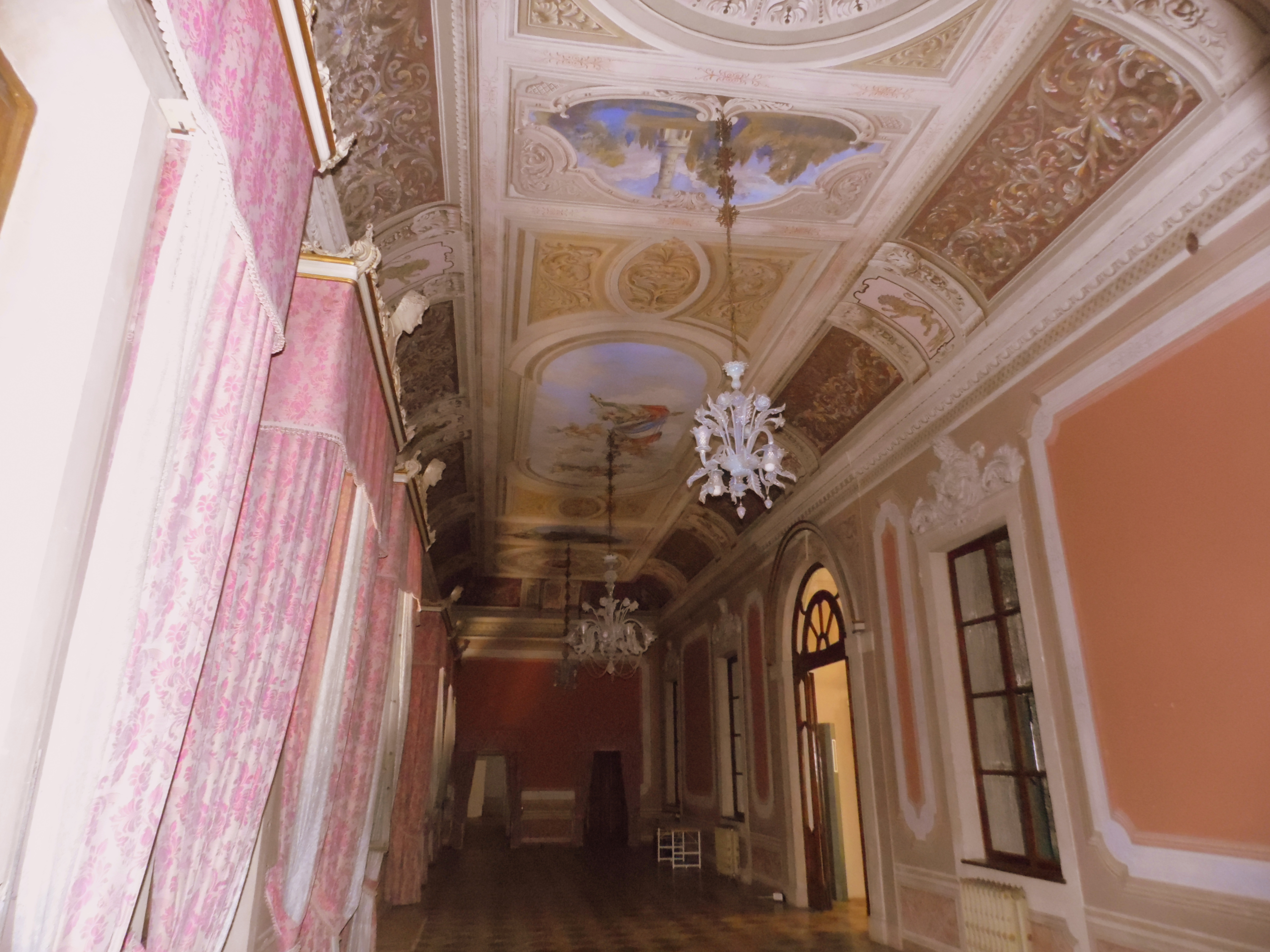 Villa Mirra: the ballroom