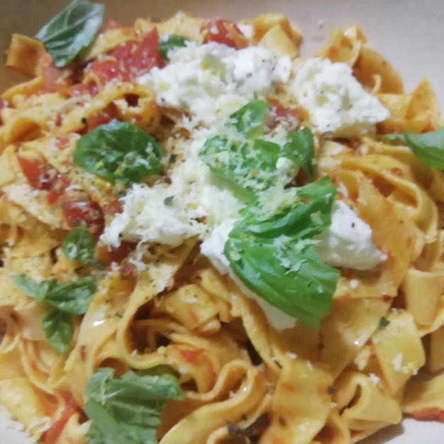 tagliatelle with tomato and mozzarella