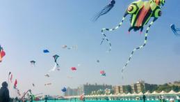 Nebo nad Ahmedabadom je polno zmajev.JPG