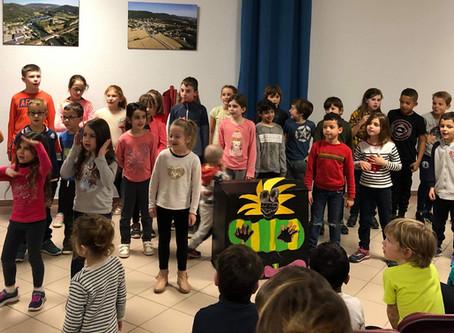 Chant avec les enfants du CLAE Lucien Roux St Georges