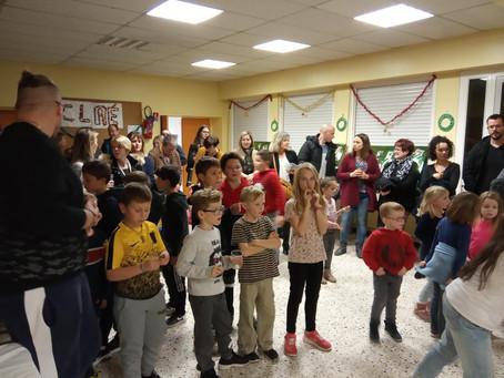 Fête du CLAE de Charmes Sur Rhône - Danse avec les animateurs