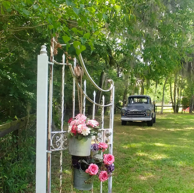 Beautiful gate to add to your inspiration