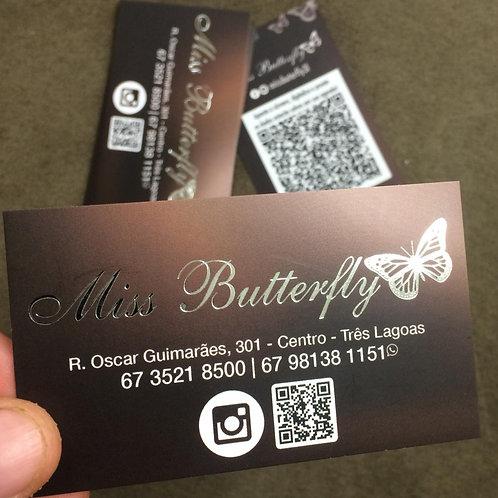 Cartão de visita com aplicação metálica